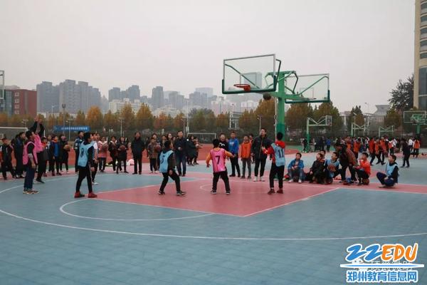 篮球场上谁与争锋?——金水区硕爵学校举行七年级篮球赛