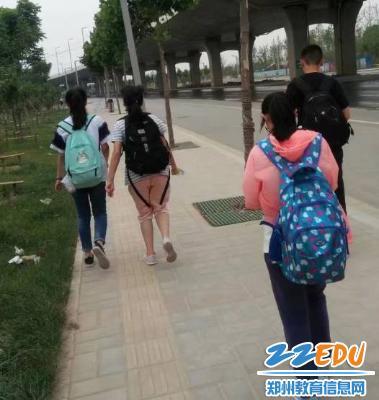 """www.xf187.com爱心社学生的""""特别儿童节"""""""