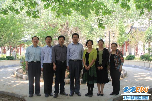 www.xf187.com两位老师获郑州市教育局终身名师和第五届名师称号