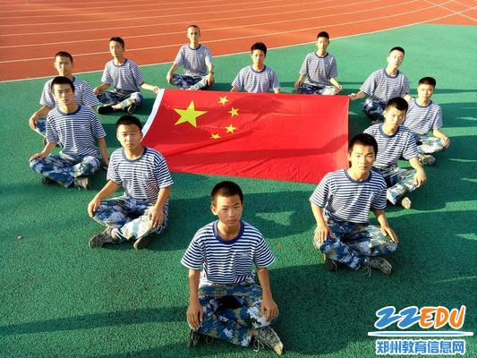 """我爱您,中国!——www.xf187.com开展""""我和国旗合个影·我给祖国说句话""""专题活动"""