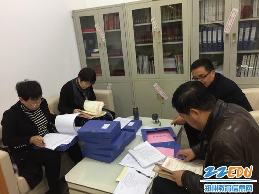 www.xf187.com迎接市教育局党建工作督查组来校督导检查