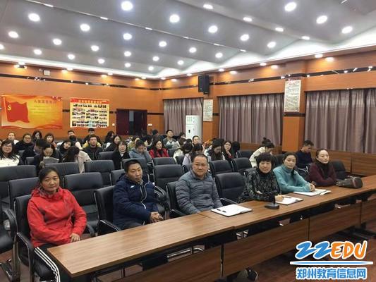 www.xf187.com青年教师专业化发展共同体举办模拟上课、评课活动