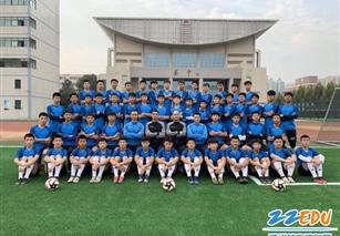 "www.xf187.com足球实验班加冕""市长杯""年度总冠军"